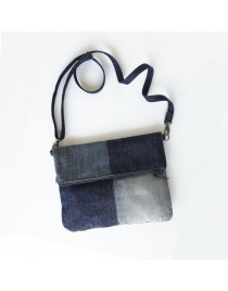Small clutch with recycled jeans